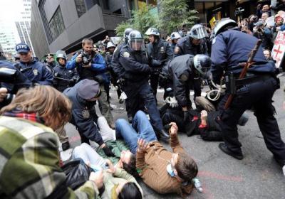 20111118204656-policianydetieneapersonas.jpg
