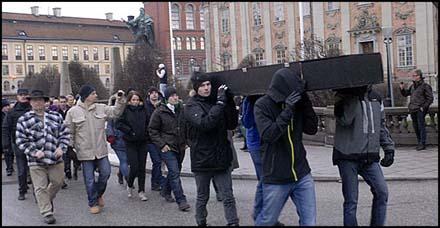 20111212211436-nazister1.jpg