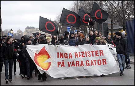 20111212213537-antinazister.jpg